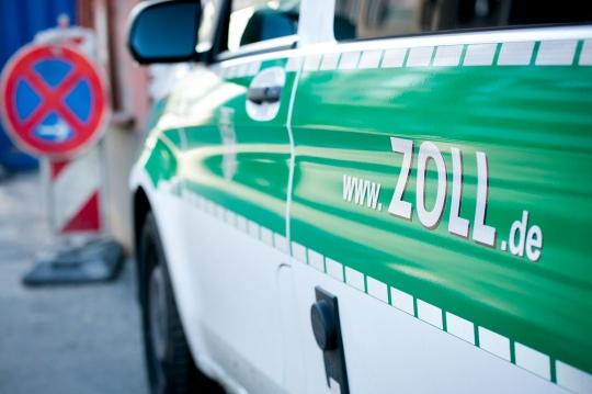 Zoll-Fahrzeug