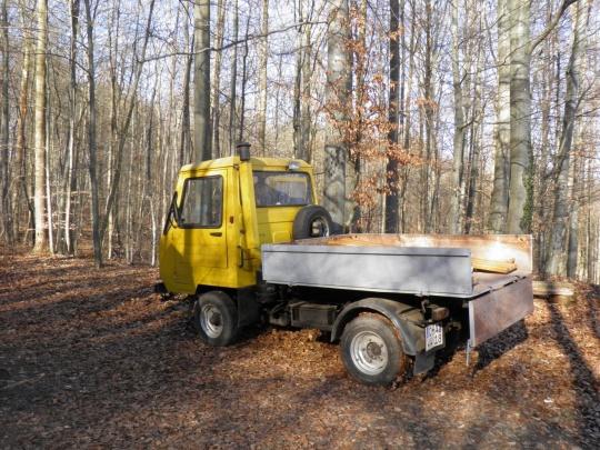 Gelber Lastwagen