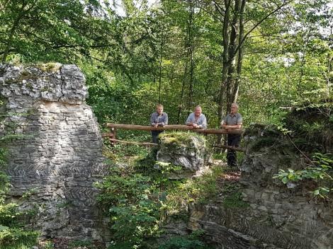 Neues Geländer an der Sachsenburg und neue Bank amSpatenborn